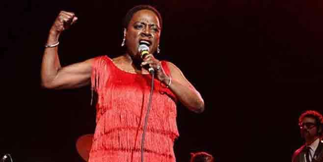 Ünlü şarkıcı yaşamını yitirdi