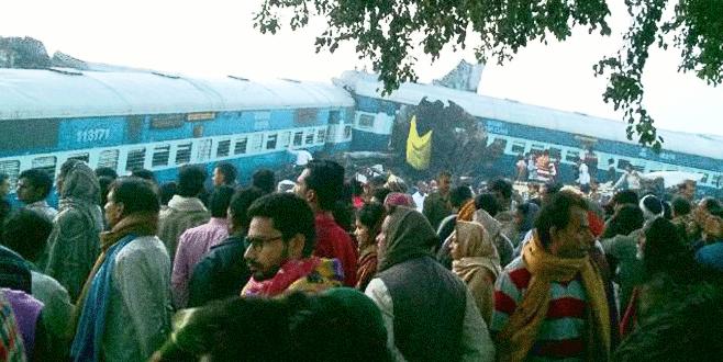 Hindistan'da tren kazası: 104 ölü