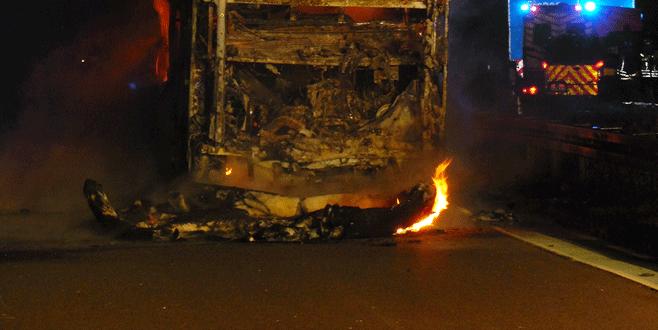 Taraftarı taşıyan otobüste yangın