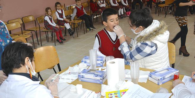 Minik öğrencilere diş sağlığı taraması