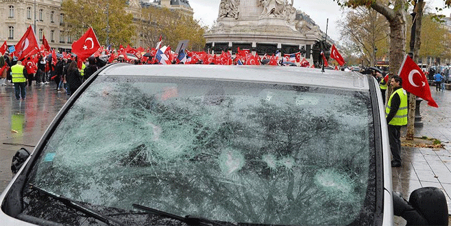 Fransa'da PKK'lılar, mitinge katılanlara saldırdı