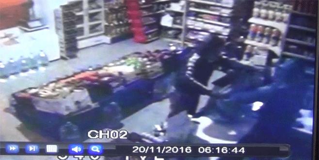 Bursa'da marketi '45 saniyede' böyle soydular