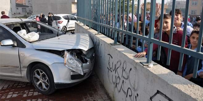 Bursa'da okul önünde kaza dehşeti