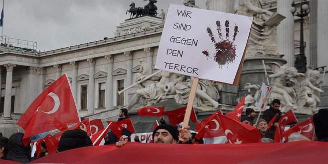 Avusturya'da 'Teröre Lanet, Demokrasiye Davet' mitingi