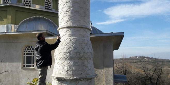 'Alo' demek için minareye çıkıyorlar