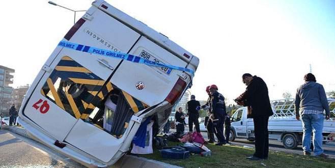 Okul servisi devrildi: 20 yaralı