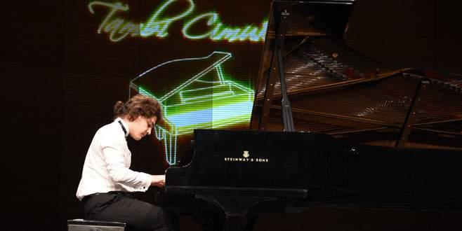 Tambi Cimuk'tan Bursa'da muhteşem piyano resitali