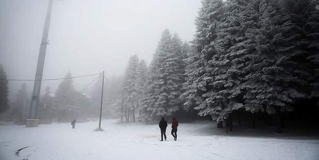 Uludağ'da kar kalınlığı 15 santimetre oldu