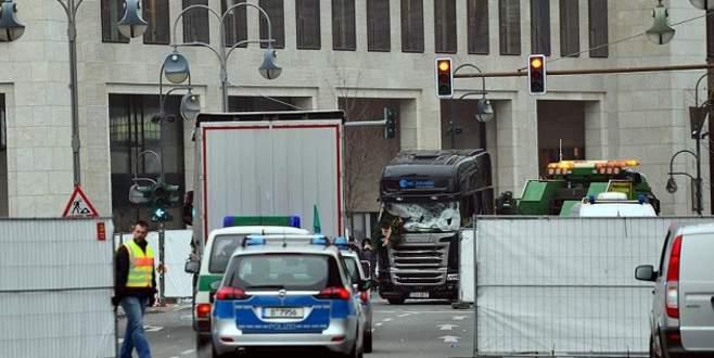 Berlin TIR saldırısı zanlısı İtalya'da öldürüldü