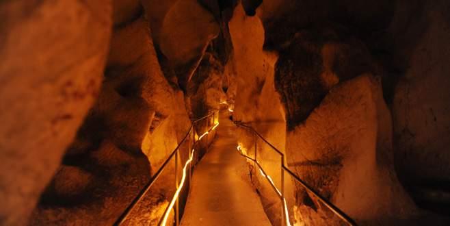 Bursa'da karda bu mağaraya girenler terliyor