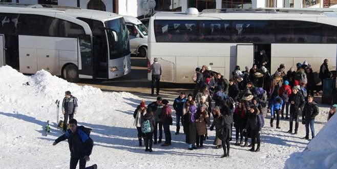 Hafta sonunu fırsat bilen tatilciler Uludağ'a akın etti