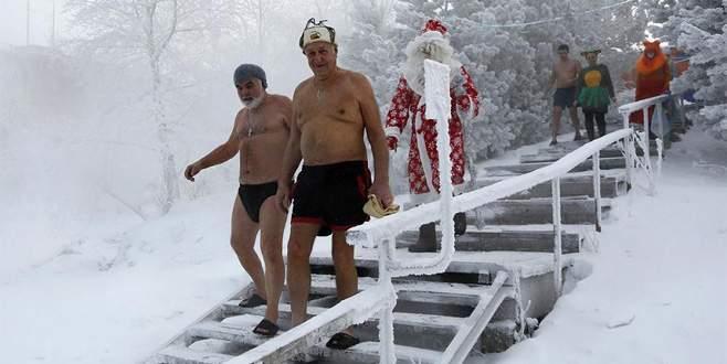 Baykal Gölü'nde Noel kutlaması