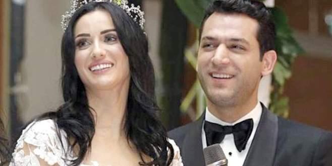 İlahiler eşliğinde evlendi