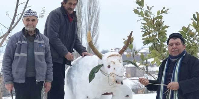 Kardan adam yerine kardan inek yaptılar