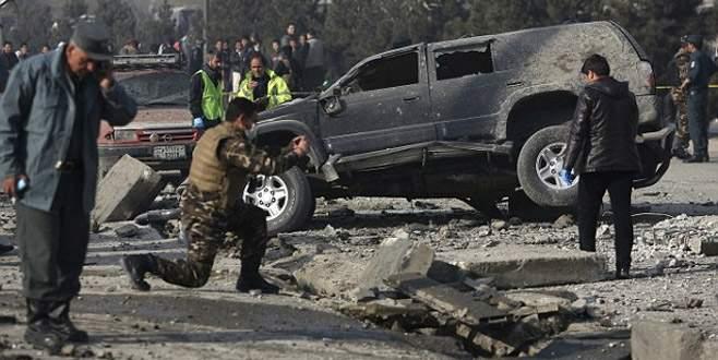 Afgan milletvekilinin aracına bombalı saldırı