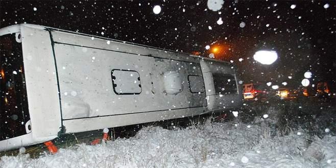 Yolcu otobüsü uçuruma yuvarlandı: 3 ölü, 25 yaralı