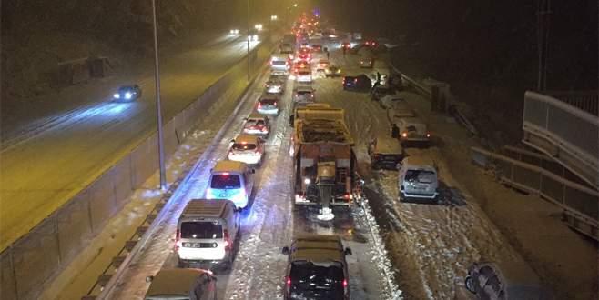 Mudanya Yolu kar yağışı nedeniyle kapandı