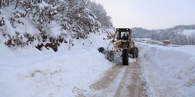 Büyükşehir 17 ilçede 152 mahalle yolunu açtı