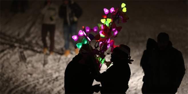 Uludağ'da kar üstünde 'yılbaşı' kutlaması