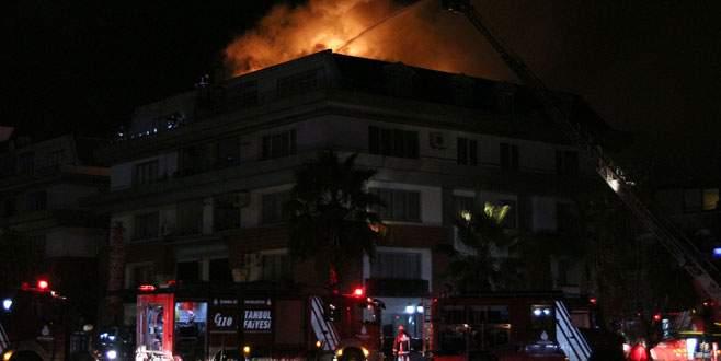 Futbolcu Cavanda'nın da oturduğu rezidansta yangın