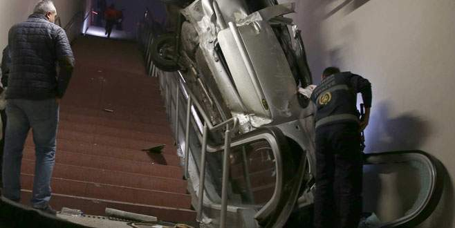 Bursa'da kontrolden çıkan araç metro istasyonuna girdi