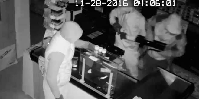 Bursa'da bir gecede 5 marketi soyan hırsızlar kamerada