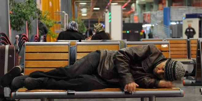 Otobüs terminali evsizlerin yuvası oldu
