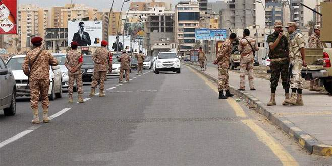 Libya'da ordu yönetime el koydu
