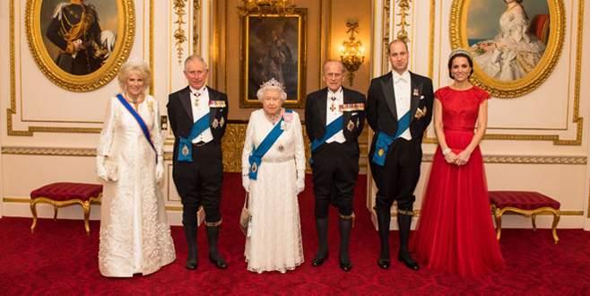 Kate Prenses Diana'nın tacını taktı