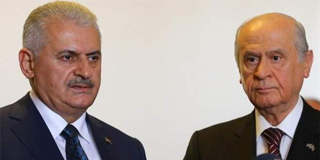 AK Parti, anayasa değişikliği teklifini MHP'ye sundu