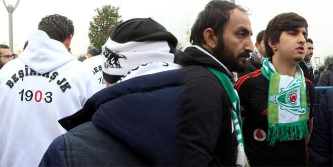 Bursasporlu taraftarlar, Beşiktaşlı taraftarlarla omuz omuza