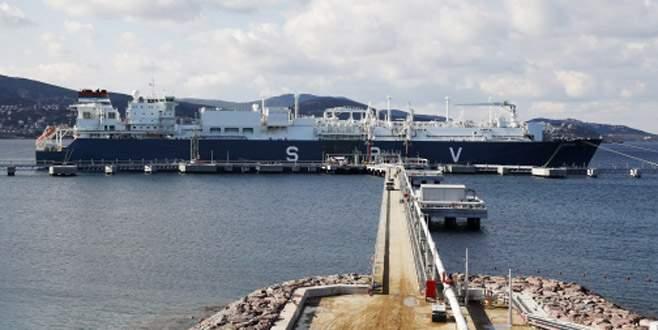Yüzen LNG santralı İzmir'e demirledi