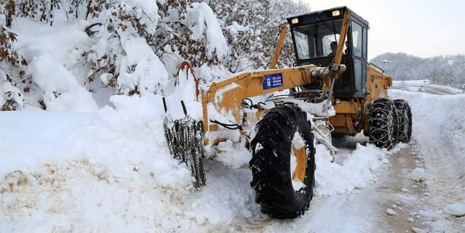 Bursa'da kardan kapanan 36 köy yolu açıldı