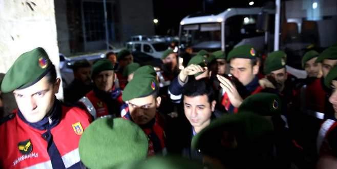 Jandarma, Demirtaş'a etten duvar ördü