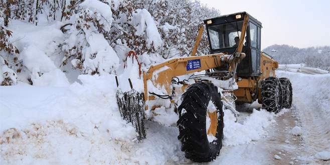 Bursa'da karla kapanan 57 yol trafiğe açıldı