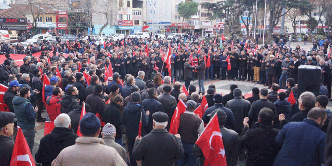 Bursa'da binlerce kişi şehitler için toplandı