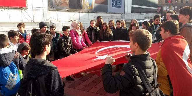 Bursa'da orta okul öğrencileri terörü lanetledi