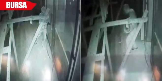Hırsızlar elektrikçiyi 30 saniyede soydu