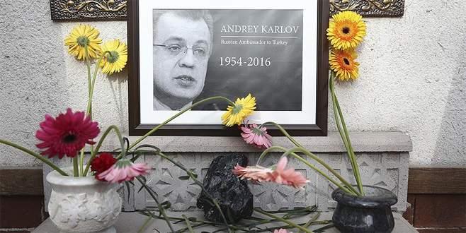 Türkiye'deki ilk Rus Büyükelçiliği'ne çiçekler bırakıldı