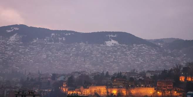 Bursa'da etkili olan sis, Uludağ'ın eteklerine çöktü