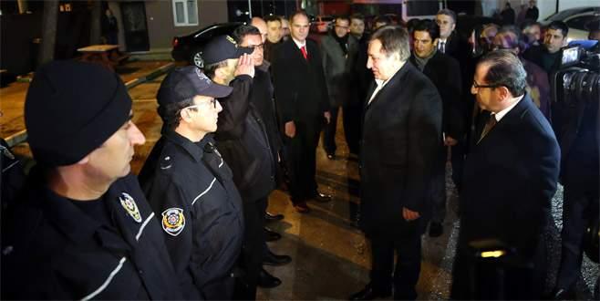 Bursa Valisi Küçük, çevik kuvvet ekiplerini ziyaret etti