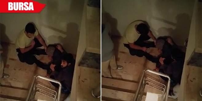 Ayakkabı hırsızını apartman sakinleri yakaladı