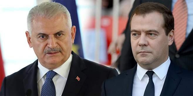 Medvedev'den Başbakan Yıldırım'a taziye ve destek telefonu