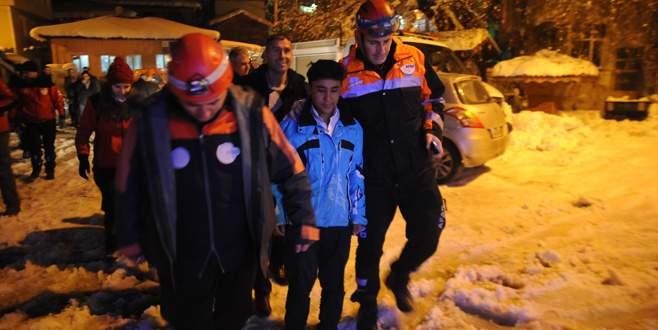 30 saat boyunca 1,5 metre karda kurtarılmayı bekledi
