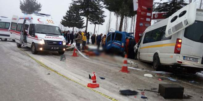 Askeri araçla minibüs çarpıştı: 2 şehit, 14 yaralı