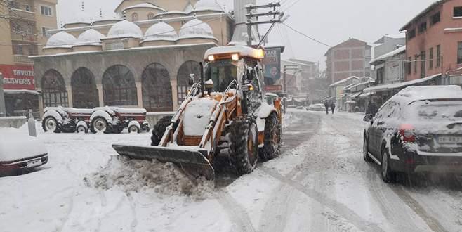 Kar, Orhaneli'nde de etkili oluyor