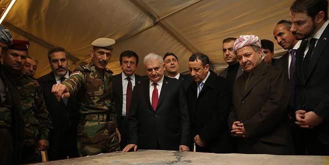 Başbakan Erbil'deki Peşmerge cephesini ziyaret etti