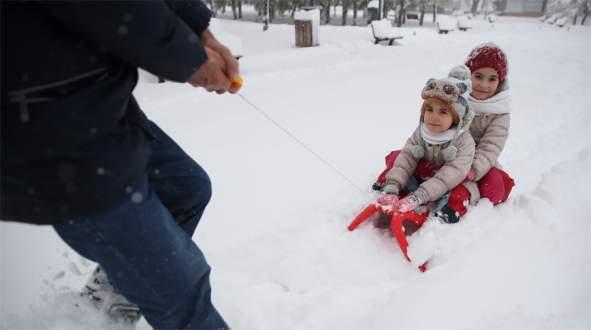 Bursa'da eğitime kar engeli (Bursa'da 9 Ocak Pazartesi günü okullar tatil)