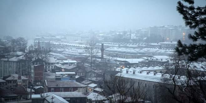 Bursa'da soğuk hava donduruyor