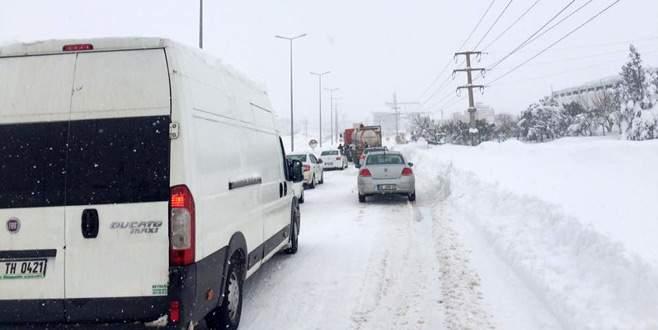 Karacabey-Bandırma yolu trafiğe kapandı